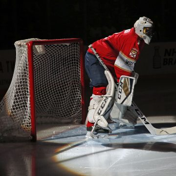 Roberto Luongo Reaches Career Milestone With Vintage Performance